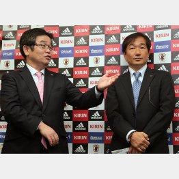 霜田技術委員長(右)と久米委員 (C)六川則夫/ラ・ストラーダ