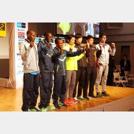 「マラソンで人生を改善した」というケベデ(左から3人目)/(C)日刊ゲンダイ