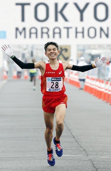 東京マラソンで、男子日本勢最高の7位でゴールした今井正人 (C)日刊ゲンダイ