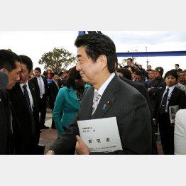 2014年4月にいわき市訪問(C)日刊ゲンダイ