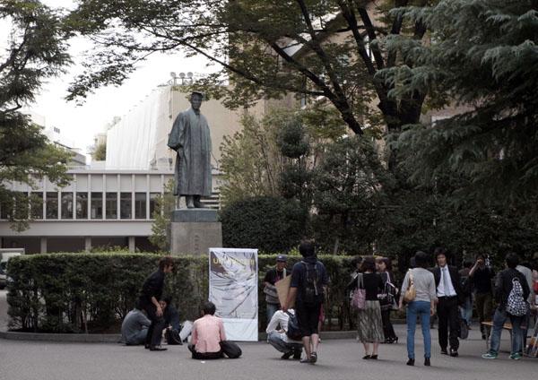 新年度のキャンパスは格好の狩場…(C)日刊ゲンダイ