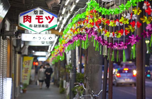 東口の商店街は惚れ惚れする雰囲気(C)日刊ゲンダイ