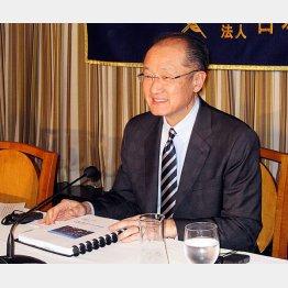 会見したキム世界銀行総裁(C)日刊ゲンダイ