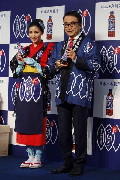 橋本マナミ(左)と三谷幸喜氏(C)日刊ゲンダイ