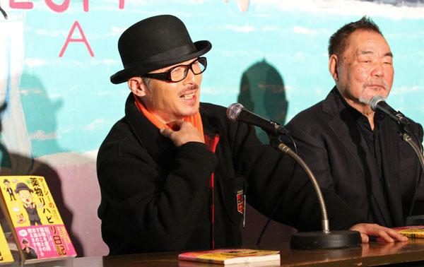 会見を行った田代まさし(右は日本ダルク本部代表・近藤恒夫氏)(C)日刊ゲンダイ