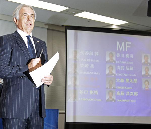 メンバー発表会見は「ミナサン、コンニチワ」と日本語でスタート(C)日刊ゲンダイ