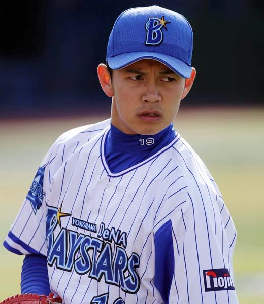 ルーキーで抑えに抜擢された山崎投手(C)日刊ゲンダイ