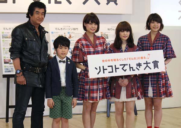 中央から右へ「Negicco」のKaede、Nao☆、Megu(C)日刊ゲンダイ