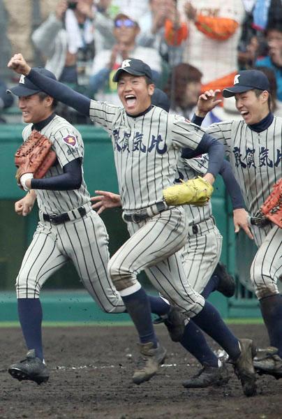 5試合完投の敦賀気比・平沼(中央)は地元福井出身(C)日刊ゲンダイ