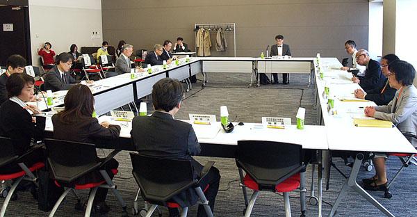 東京都の受動喫煙防止対策検討会(C)日刊ゲンダイ