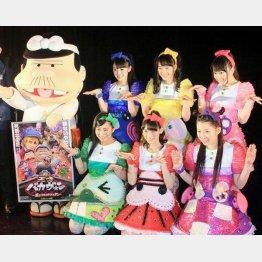 「チームしゃちほこ」秋本帆華(前列中央)は「ウナギイヌ」で声優挑戦(C)日刊ゲンダイ