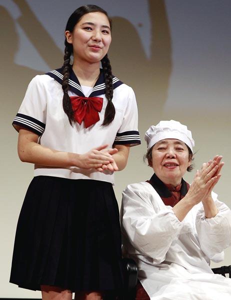大女優の祖母・樹木希林(右)と内田伽羅(C)日刊ゲンダイ