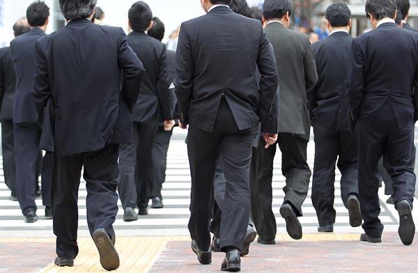 働けど働けど…(C)日刊ゲンダイ