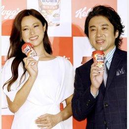 ムロツヨシは深田恭子との共演に興奮気味