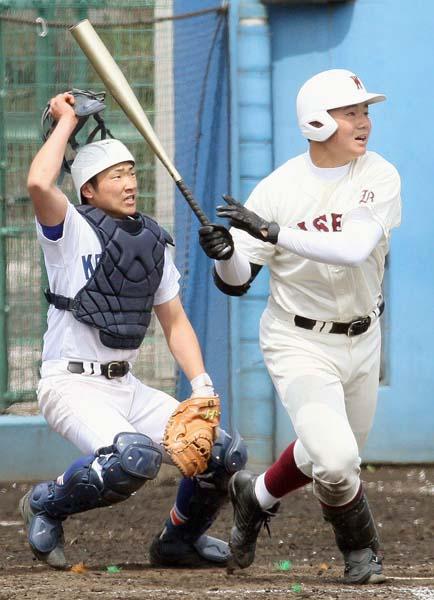高校野球デビュー戦を飾った早実の清宮選手(C)日刊ゲンダイ