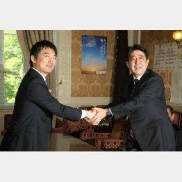 安倍首相(右)と橋下大阪市長