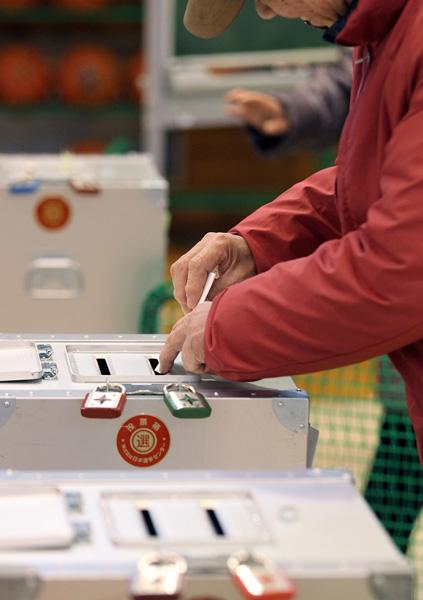 あらゆる選挙が無意味に…(C)日刊ゲンダイ