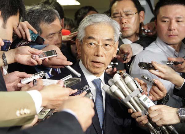 自民党調査会で呼び出しを受けたテレビ朝日専務(C)日刊ゲンダイ
