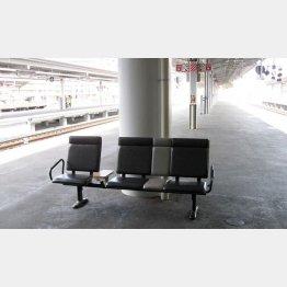 新大阪駅ホームのベンチ