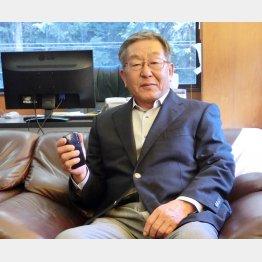 当然、岩田社長もまだガラケー