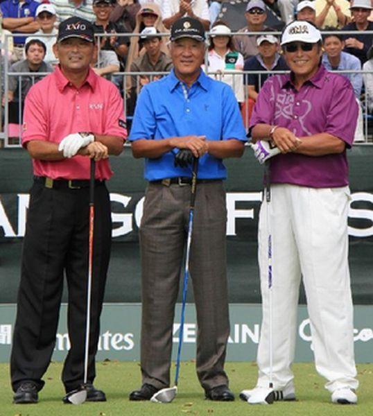 2012年「日本オープンゴルフ選手権」でのAON3ショット(C)日刊ゲンダイ