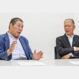 「完全試合男」の高橋善正氏(左)と「 2000本安打」の山崎裕之氏(C)日刊ゲンダイ