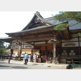 岩手県平泉の中尊寺本堂も観光客は減少傾向