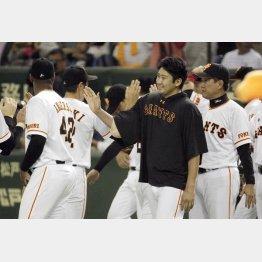 昨12日、4勝目を挙げた菅野は浪人の末、巨人入り(C)日刊ゲンダイ