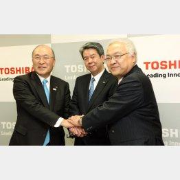 一枚岩ではないらしい(左から西田相談役、田中久雄社長、佐々木副会長)