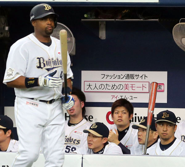 年俸2.5億円のブランコ(左)、3.5億円の中島(右)もパッとせず(C)日刊ゲンダイ