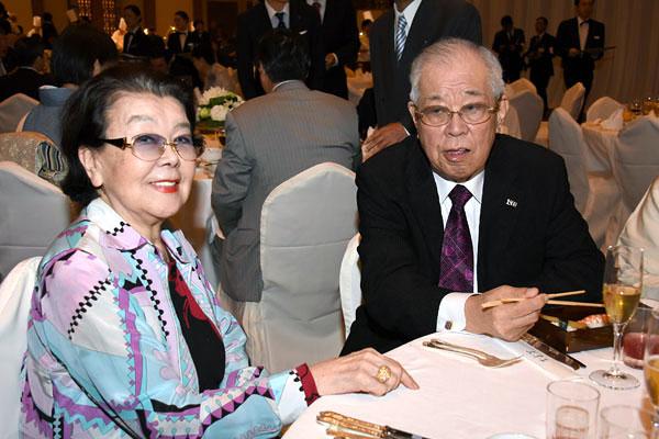 野村勝也氏と沙知代夫人(C)日刊ゲンダイ
