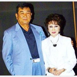 """""""渡り鳥シリーズ""""コンビの小林旭と浅丘ルリ子"""