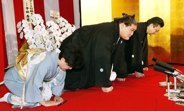 27日午前の伝達式で口上を述べる照ノ富士(C)日刊ゲンダイ