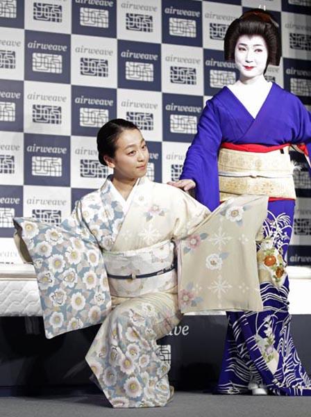 CM発表会では祇園芸妓と所作を披露(C)日刊ゲンダイ