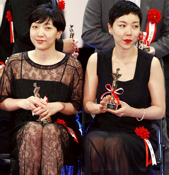 安藤サクラ(左)と安藤桃子姉妹(C)日刊ゲンダイ