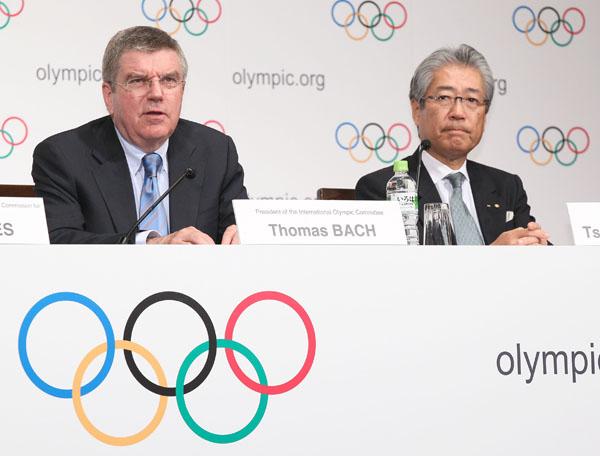 IOCバッハ会長(左)とJOC竹田会長(C)日刊ゲンダイ