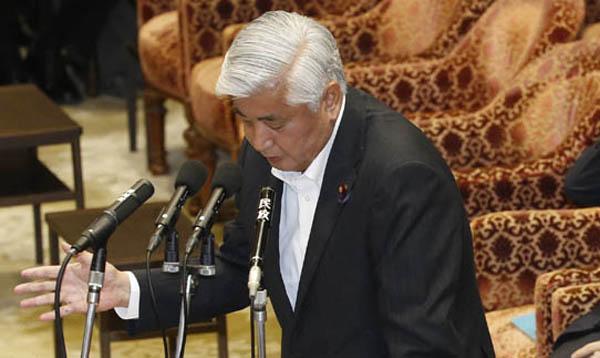 大臣以前に政治家失格(C)日刊ゲンダイ