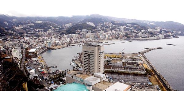 人気温泉街の熱海(C)日刊ゲンダイ