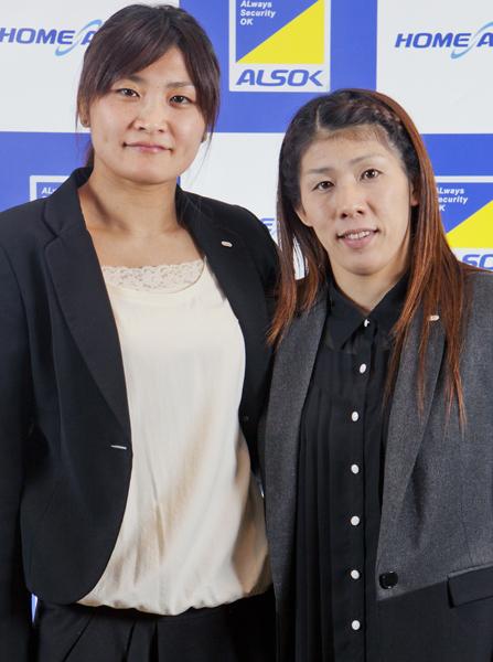 伊調馨(左)と吉田沙保里(C)日刊ゲンダイ