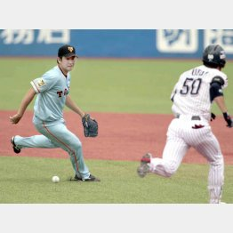 初回にエラーで傷口を広げる菅野(C)日刊ゲンダイ