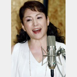 浜圭介と「哀愁の札幌」をレコーディングした松坂慶子(C)日刊ゲンダイ
