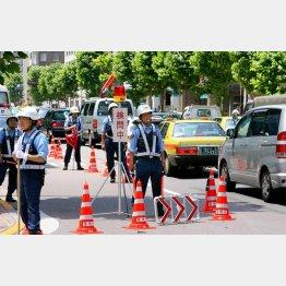 洞爺湖サミットには2万1000人の警察官が(C)日刊ゲンダイ