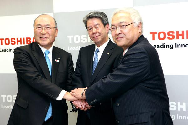 この頃から対立表面化(左から西田氏、田中氏、佐々木氏)/(C)日刊ゲンダイ