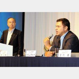 """ソフトバンクは165億円でアローラ氏(右)を""""一本釣り"""""""