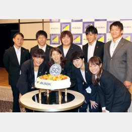 吉田沙緒里(前列左2)は16連覇なるか(C)日刊ゲンダイ