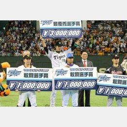 3回を無安打無失点に抑えて第1戦MVPの藤浪(C)日刊ゲンダイ