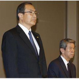社長兼務の室町会長(左)と辞任した田中社長/(C)日刊ゲンダイ