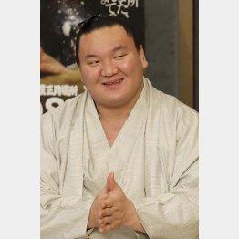 舞の海氏を皮肉った横綱白鵬(C)日刊ゲンダイ
