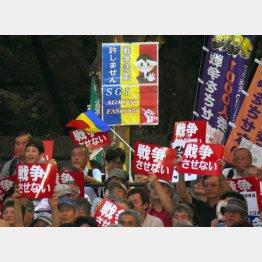 三色旗がはためく…(C)日刊ゲンダイ