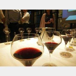 リーファーワイン(手前左2)は葡萄がそのまま香る(C)日刊ゲンダイ